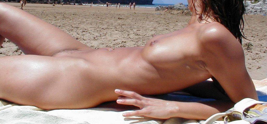 erotic massage naken på stranden
